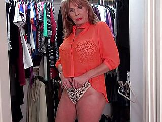 Sexyest Mature Woman Rae Hart Fumble Honeypot In Wardrobe