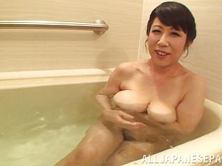 Attractive Mature Gal Providing Her Man Blowage Before Getting Smashed Missionary