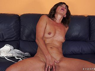 Smutty Mature Lady Inhales That Humungous Man Sausage In A Close Up Shoot