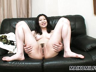 Delicious Looking Japanese Cougar Flashes Her Fuckbox And Tits, Then Showers
