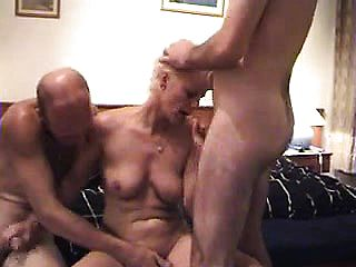 Amature German Mature Threesome