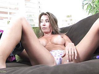 Mature Cockslut Wedges Fuck Stick In Her Pussy