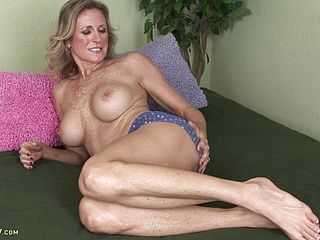 Mature Hoe Tucks Cockshaped Fuck Stick In Her Cunt