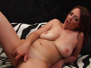 Mature Whore Catapults Fucktoy In Her Snatch