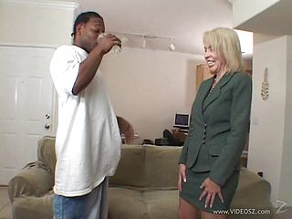Mature Hoe Takes Ebony Knob Up Her Hole