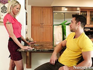Gorgeous Mom Emma Starr Is Prepped To Sate Someone Torn And Well-endowed