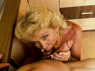 Huge Titted Mature Woman Grasps The Opportunity To Gargle And Poke A Large Wood As Briefly As She Can