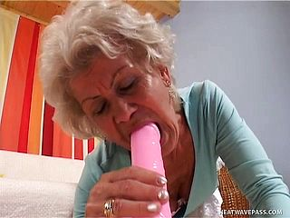 Smoking Steaming Grandma Enjoys To Get Her Paramour To Jism On Her Face