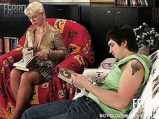 Insatiable Blond Mummy Gives Up Reading To Gusto Nearest Youthfull Spunk Pump