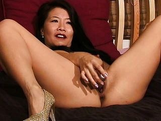 Silk Starlet Opens Up Her Uber Sexy Gams And Crams Her Moist Fuckbox With A Faux Cock