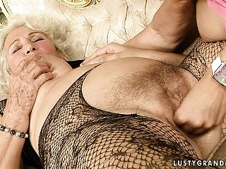 Mesmerizing Ash Blonde Teeny Engages In Sapphic Enjoy With A Mature Nymph