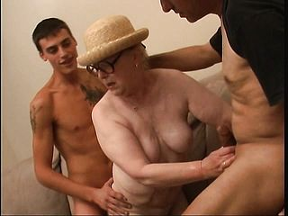 Massive Elderly Girl With Glasses Gets Her Puggy Figure Group Fucked Wet