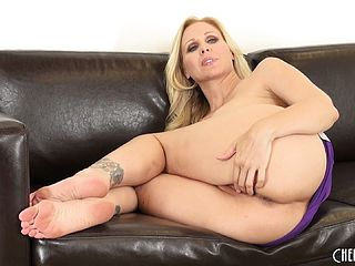 Big Culo Julia Ann Uses All Her Charm To Win Over Few Fresh Lollipops