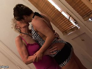 Lusty Grannie Yells While Having Her Snatch Tongued By A Junior Girl On Girl