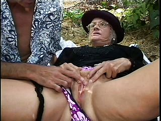 Sex Positive Elder Lady Gets Her Sloppy Poon Gobbled And Penetrated Outdoors