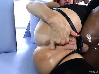 Big Boobed Mummy Veronica Avluv Pokes Robert Axels Bootie With A Belt Cock Fuck Stick